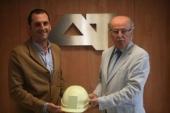 Crean un casco inteligente que vela por la seguridad de los operarios