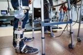 Presentan un exoesqueleto robótico como alternativa a la silla de ruedas
