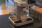 Crean un robot que prepara cócteles a partir de cápsulas