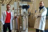Andaltec y CSIC desarrollan un proyecto para producir a escala industrial un bioplástico a base de desechos de tomate