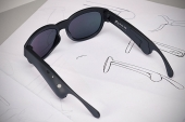 Crean unas gafas de sol con altavoces y realidad aumentada