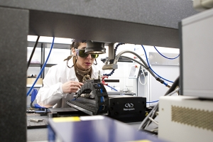 AIMEN participa en el desarrollo de un novedoso sistema láser de alta potencia que permitirá dotar de  funcionalidades especiales a un amplio rango de materiales
