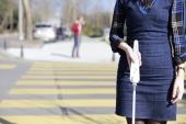 Crean un bastón inteligente para invidentes, con Google Maps y asistente virtual