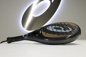 ASICS y Eurecat investigan el uso de nuevos materiales para la fabricación de palas de pádel